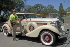 19-05-11-Ryan-Kinnan-Auburn-Ca-Police-Chief-beside-1935-Auburn-Coupe-851-at-Auburn-Community-Service-Day-2_MG_3086